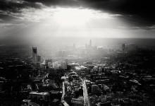 84张黑白的城市摄影照片