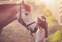 唯美摄影——有宠物陪伴的花样童年